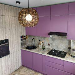 Современная кухня по проекту дизайнеров на заказ в Твери
