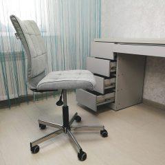 Письменный стол для школьницы на заказ в Твери