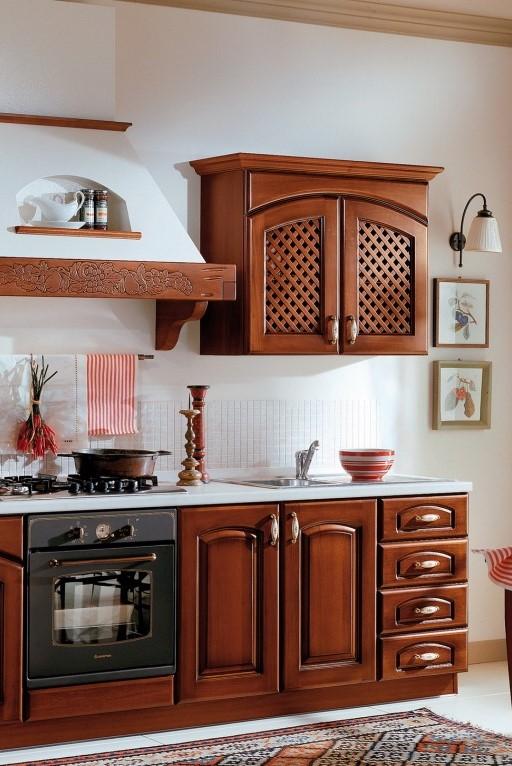Антитренд. Кухня с массой декоративных элементов.