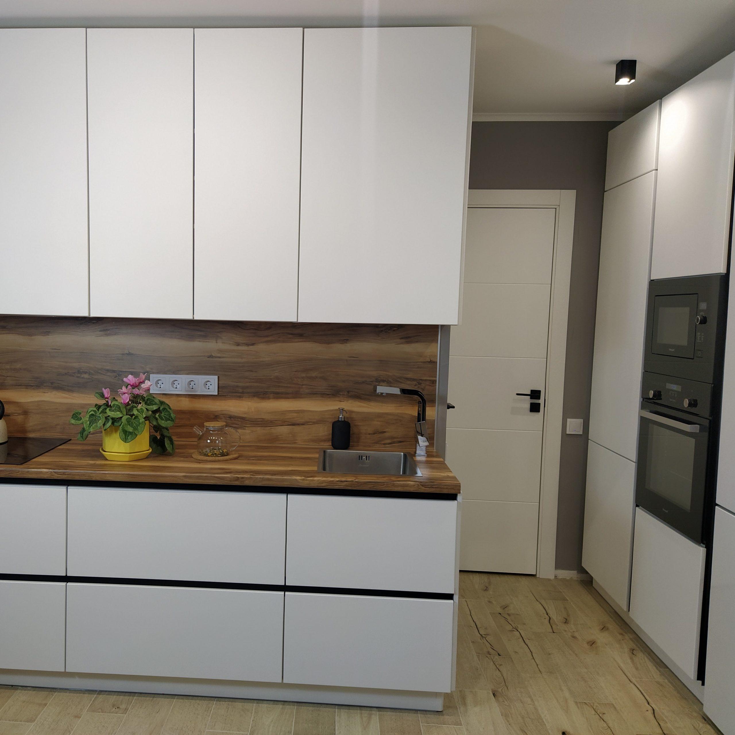 Кухня без ручек по индивидуальным размерам Тверь